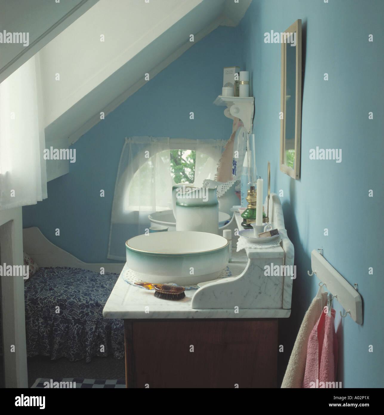 waschtisch mit schssel fabulous badezimmer mit weien. Black Bedroom Furniture Sets. Home Design Ideas