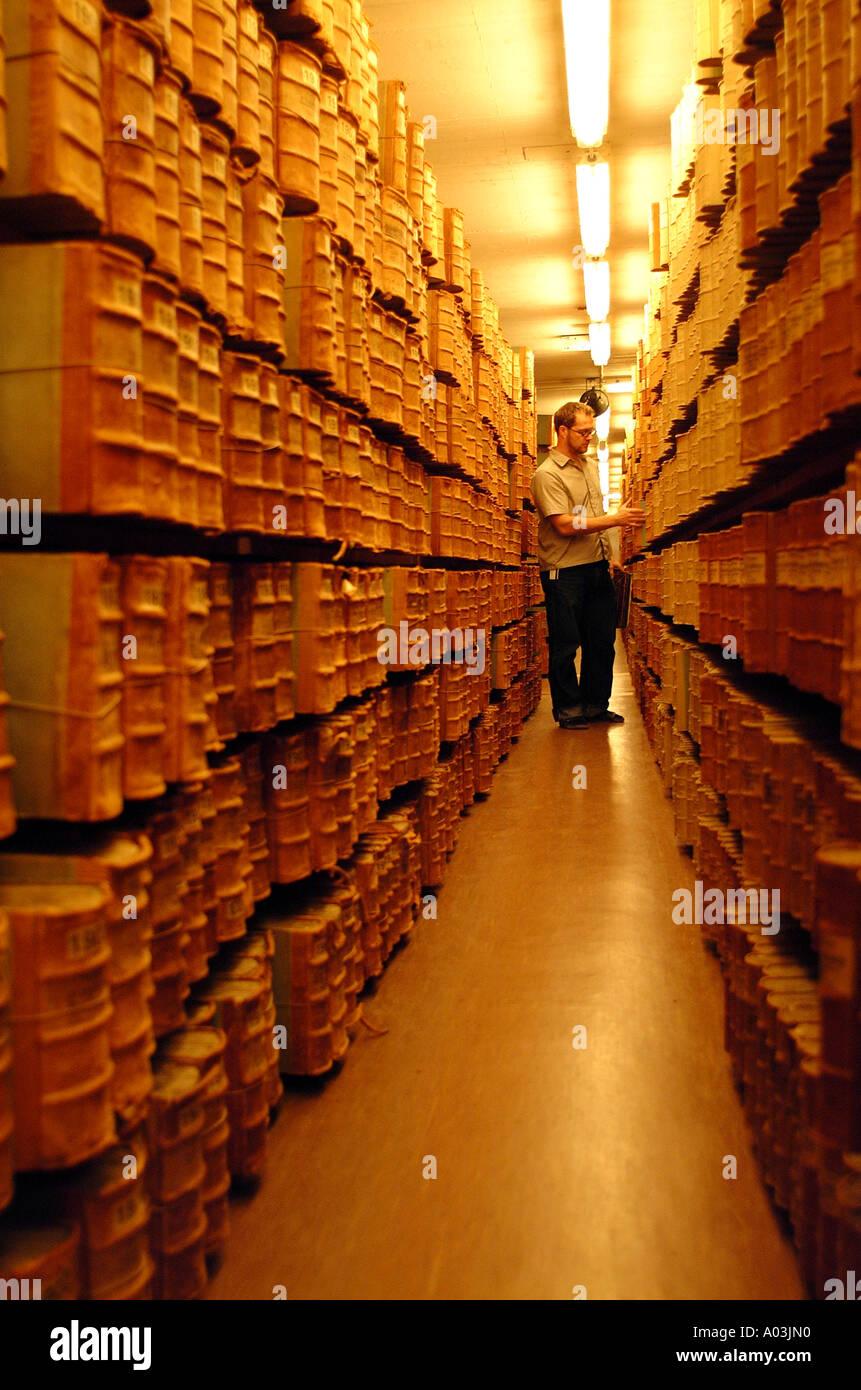 Archiv, Bibliothek, Museum, Bücher, antike, Texte, Manuskripte, schreiben, Folianten, Lagerung, Bibliothekar, Kurator, Depotbank, gebunden, alt Stockbild