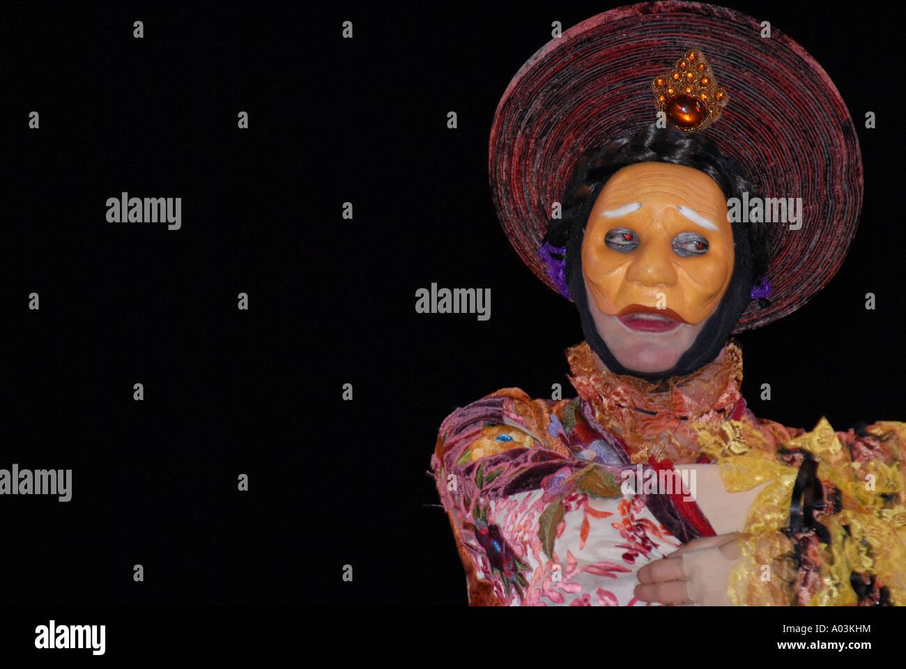 Während das Farbe-Festival in Vietnam anzeigen Stockbild