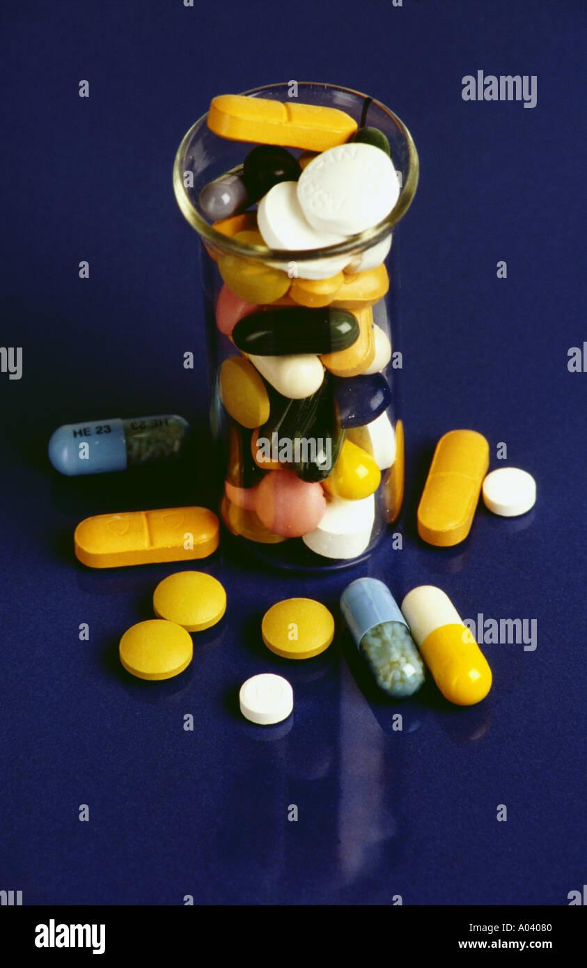 "Pillsailment Apotheke ""Kapseln"" Konzept Medikament Drogerie Gesundheit Gesundheitswesen Gesundheitswesen Krankheit medizinische Medikamente Stockbild"