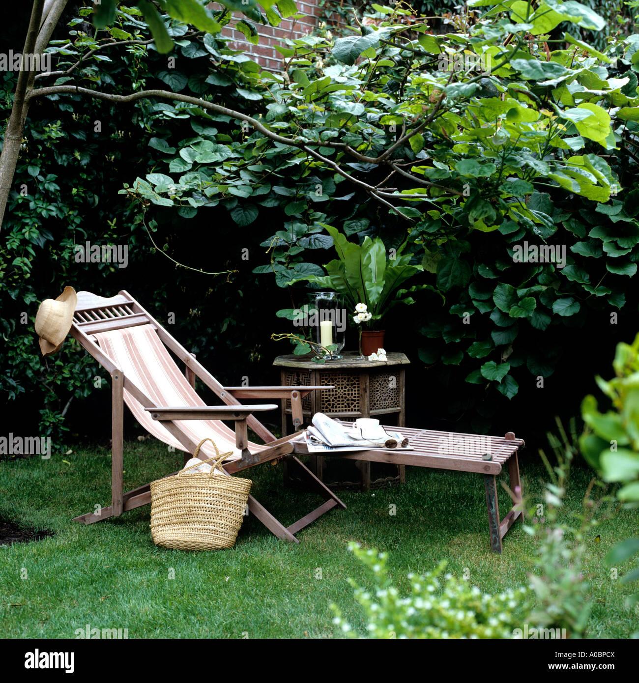 Garden Chair Straw Hat Stockfotos und  bilder Kaufen   Alamy