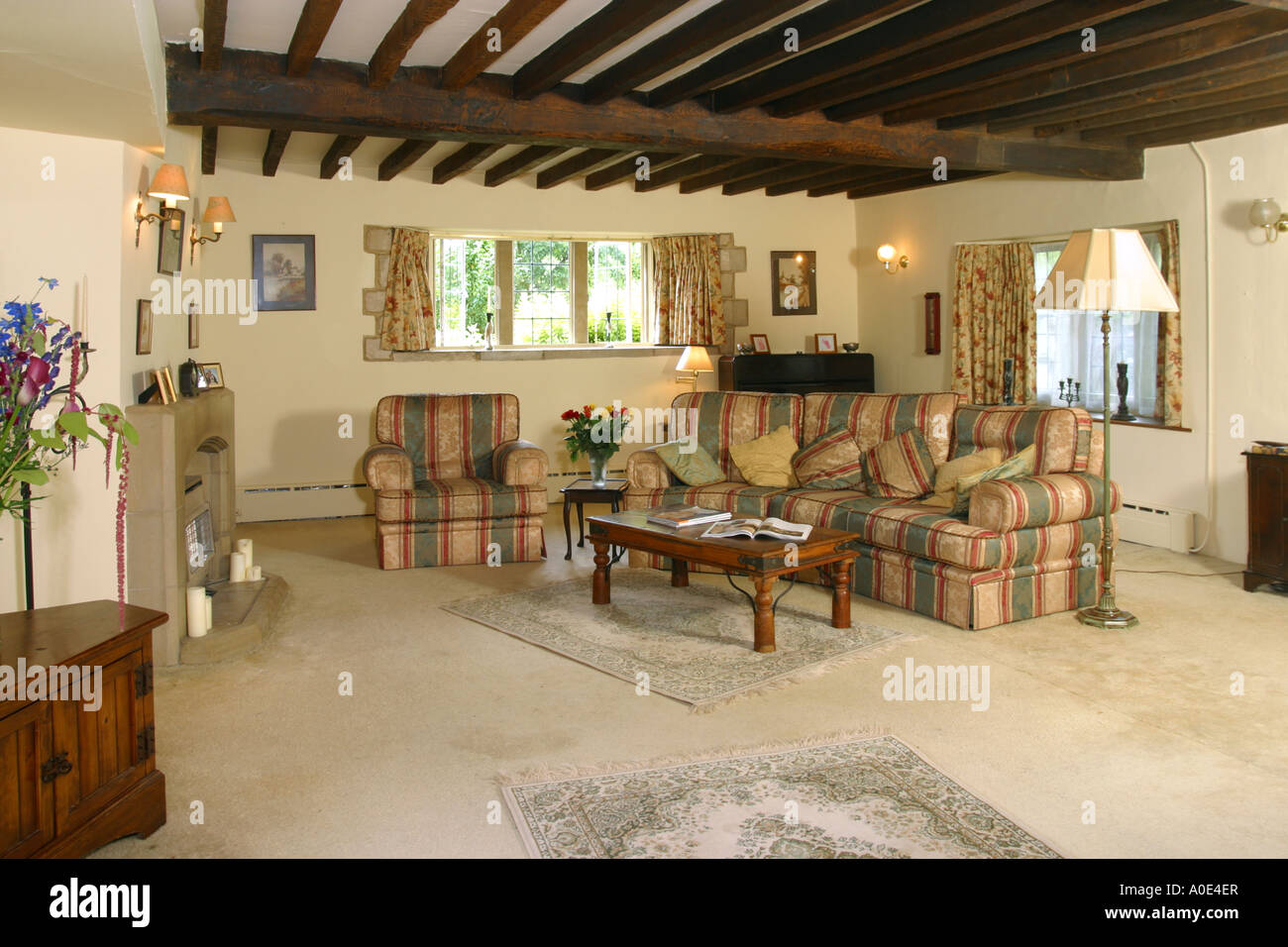 Uk Property House Interior Wohnzimmer Balkendecke Stockfoto Bild