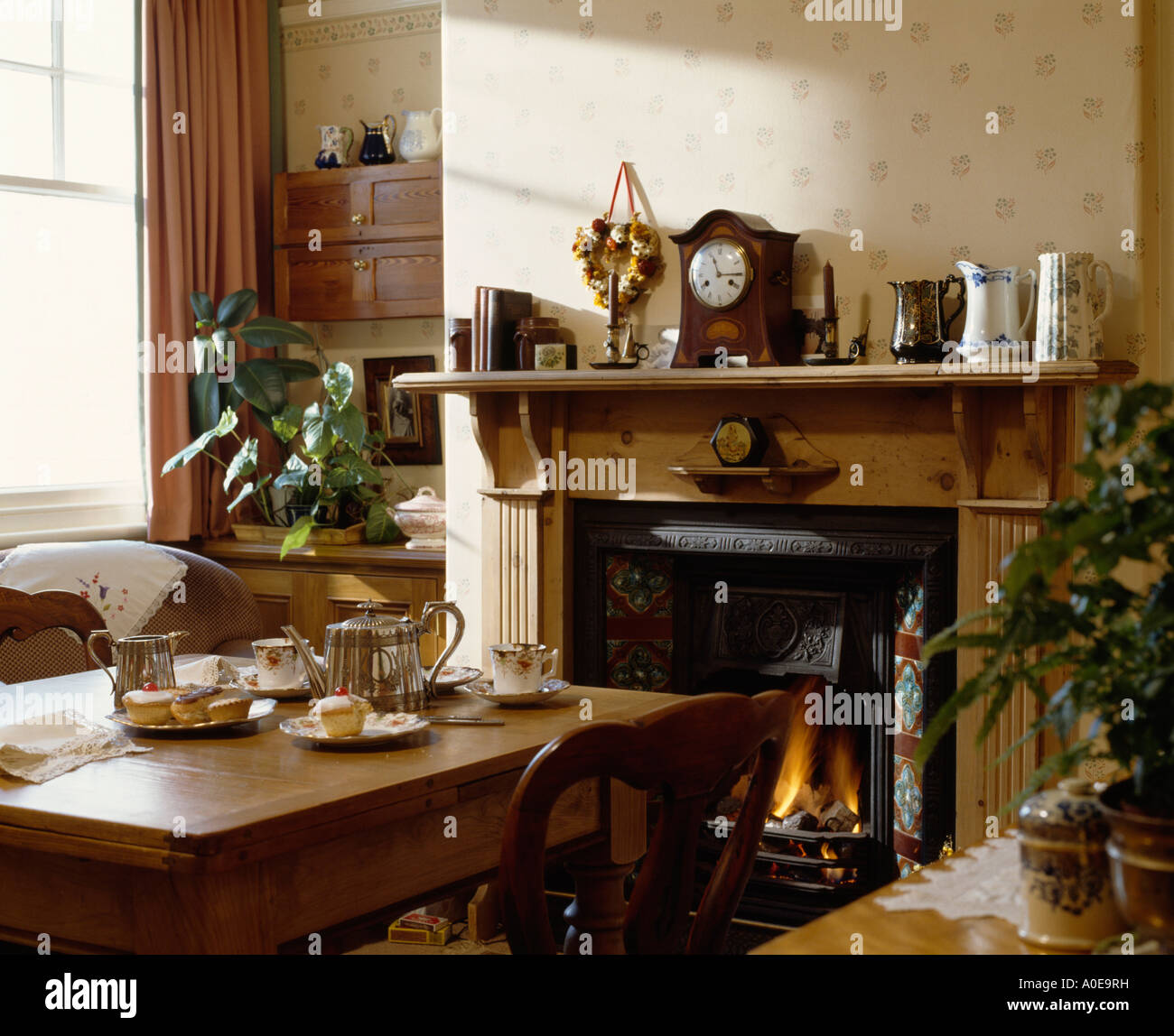 traditional settings wallpaper stockfotos traditional settings wallpaper bilder alamy. Black Bedroom Furniture Sets. Home Design Ideas