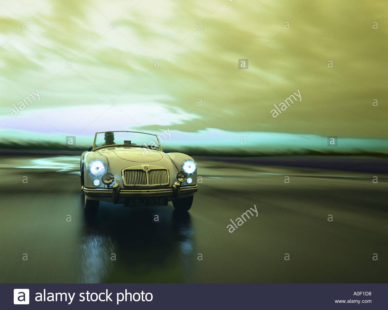 MGA Cabrio auf nasser Fahrbahn Stockbild