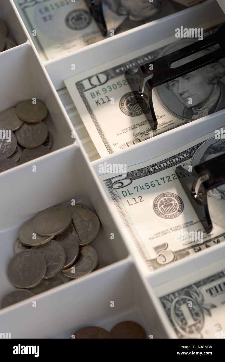 U S Scheine Und Münzen In Kasse Stockfoto Bild 3261495 Alamy