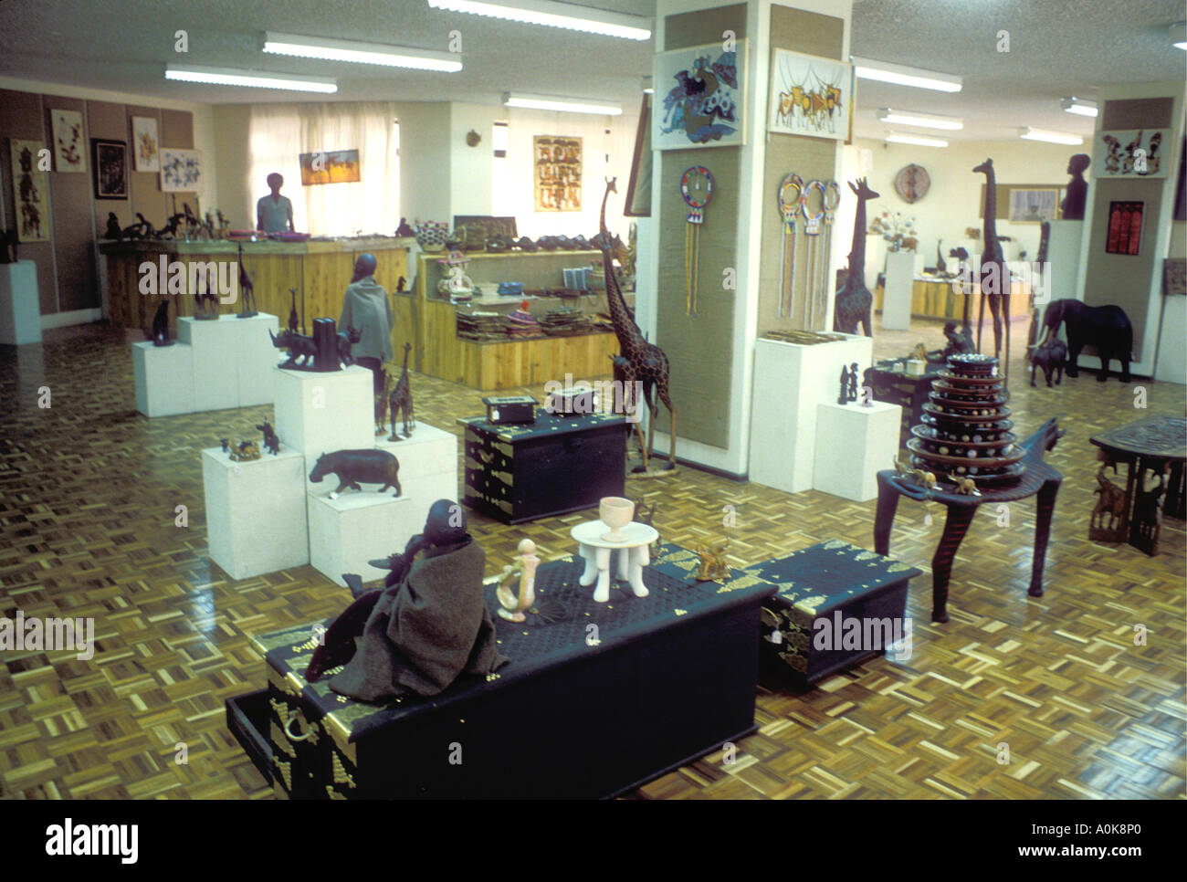 shop shopping carvings stockfotos shop shopping carvings bilder alamy. Black Bedroom Furniture Sets. Home Design Ideas