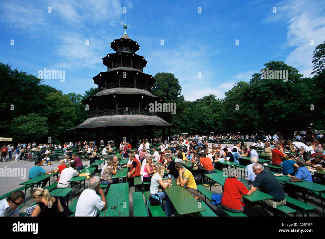 Leute Sitzen Im Biergarten Chinesischen Turm Im Englischen Garten