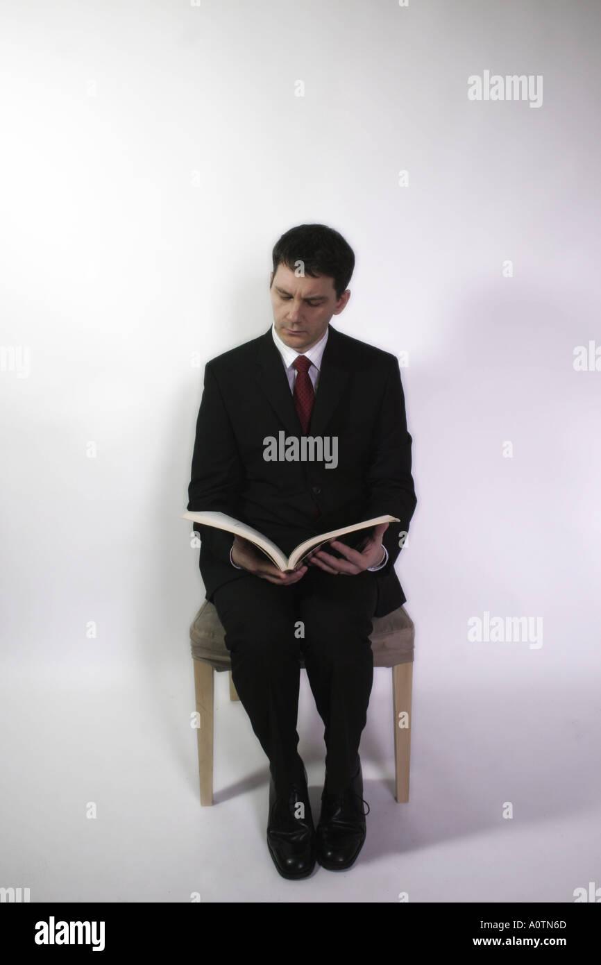 Mann Schuhe Anziehen Stockfoto und mehr Bilder von Anzug