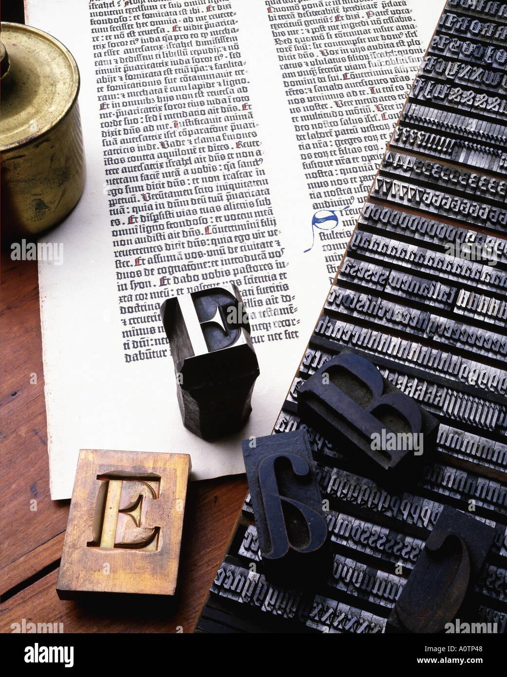 Das Leben der antike Metall, Holz block Gravur und Hand beleuchtete Text geschrieben Stockbild