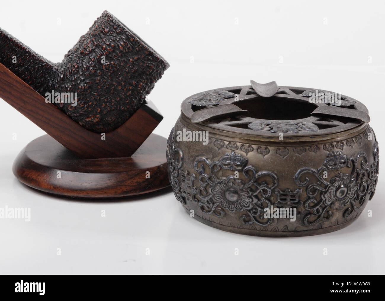 Antike Chinesische Aschenbecher Rohr Und Leitung Stehen Stockfoto