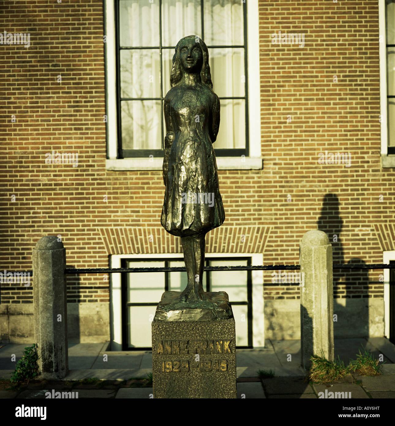 Statue von Anne Frank das jüdische Mädchen, die ein Tagebuch schrieb während versteckt vor den Nazis während des Stockfoto