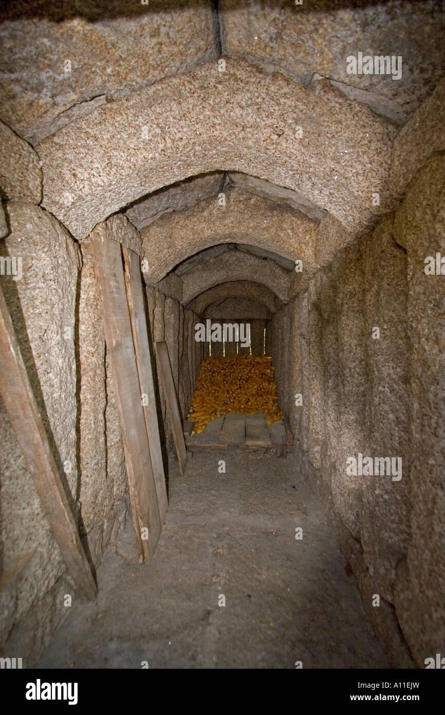 In einer Scheune auf Stelzen in Soajo (hohe Minho-Portugal). Intérieur d ' un Espigueiro du Village de Stockbild