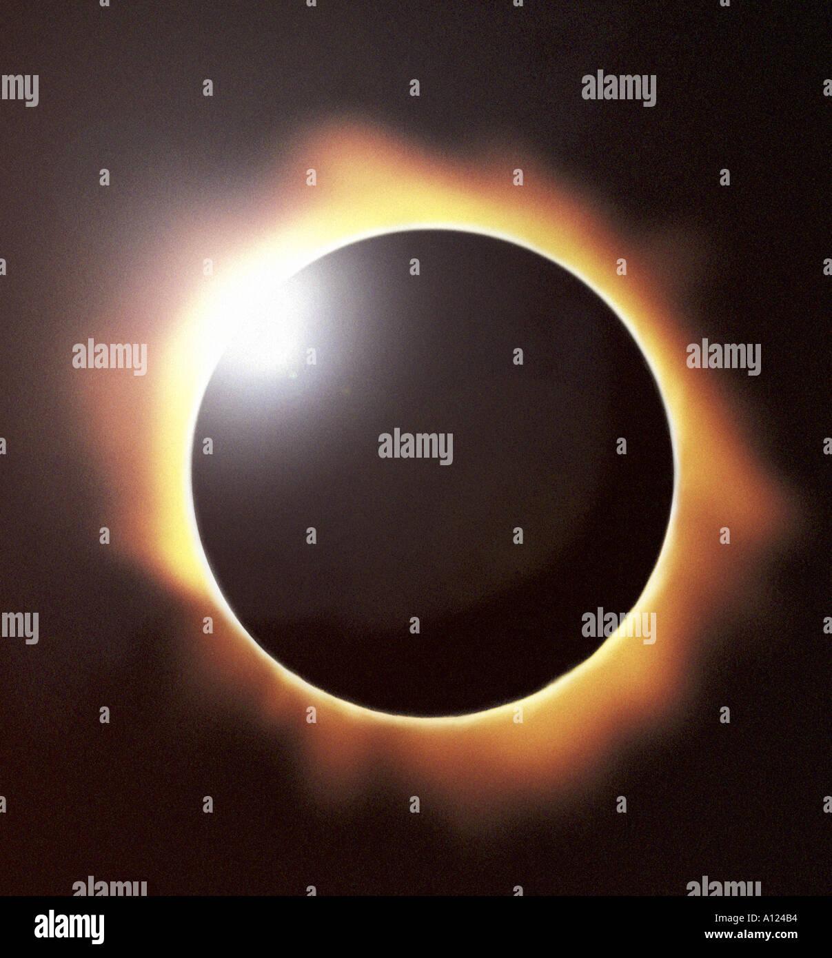 Totale Sonnenfinsternis die Sonne zeigen, Diamant-Ring-Effekt Stockbild