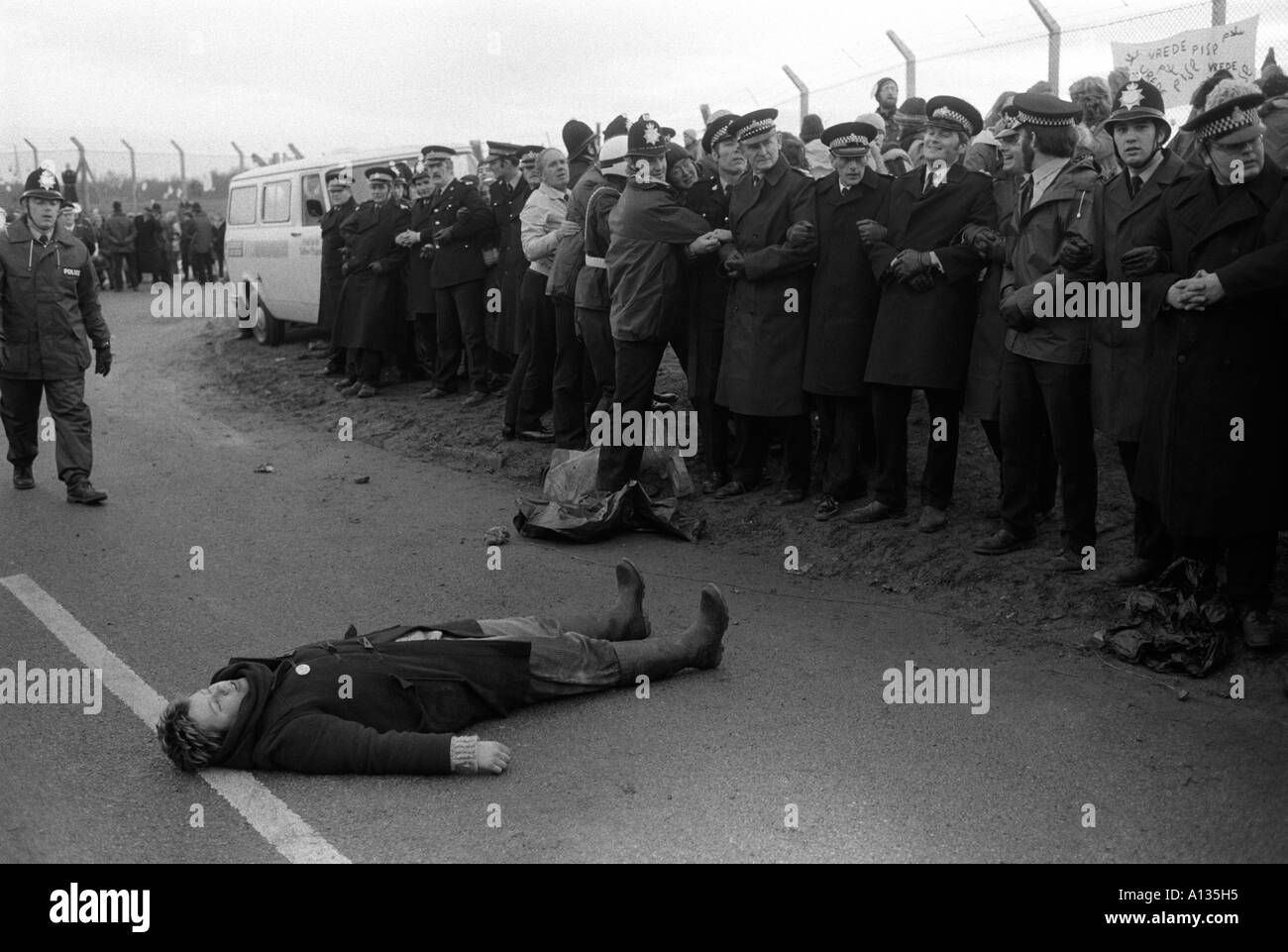 Blockade der USAF nukleare Marschflugkörper Air Base in Greenham Common Berkshire England 1983 1980s UK HOMER SYKES Stockfoto