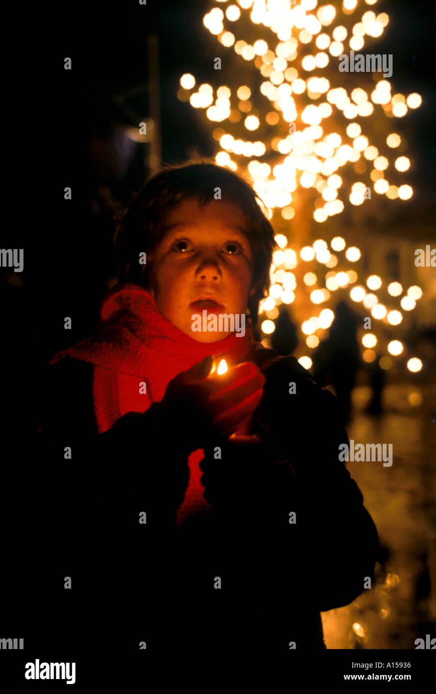 Junges Kind Weihnachten singen Weihnachtslieder Trafalgar Square ...