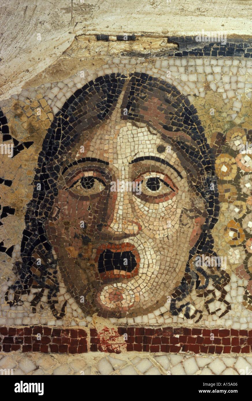 Detail eines Leiters in einem feinen Mosaik in einem Stadthaus in Rabat Malta A Woolfitt Stockbild