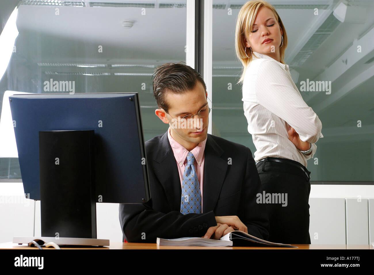 Chef und Sekretärin im Büro Stockfoto