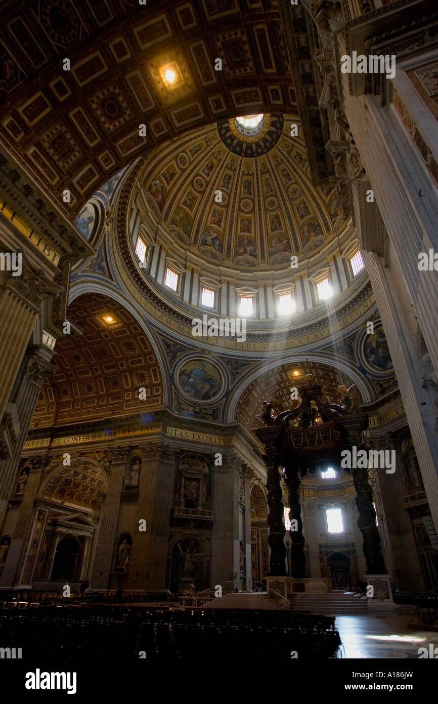 https://c8.alamy.com/compde/a186jw/str-peters-basilica-interieur-mit-kuppel-und-bronze-baldachin-von-bernini-uber-dem-papstlichen-hochaltar-der-vatikan-rom-italien-a186jw.jpg
