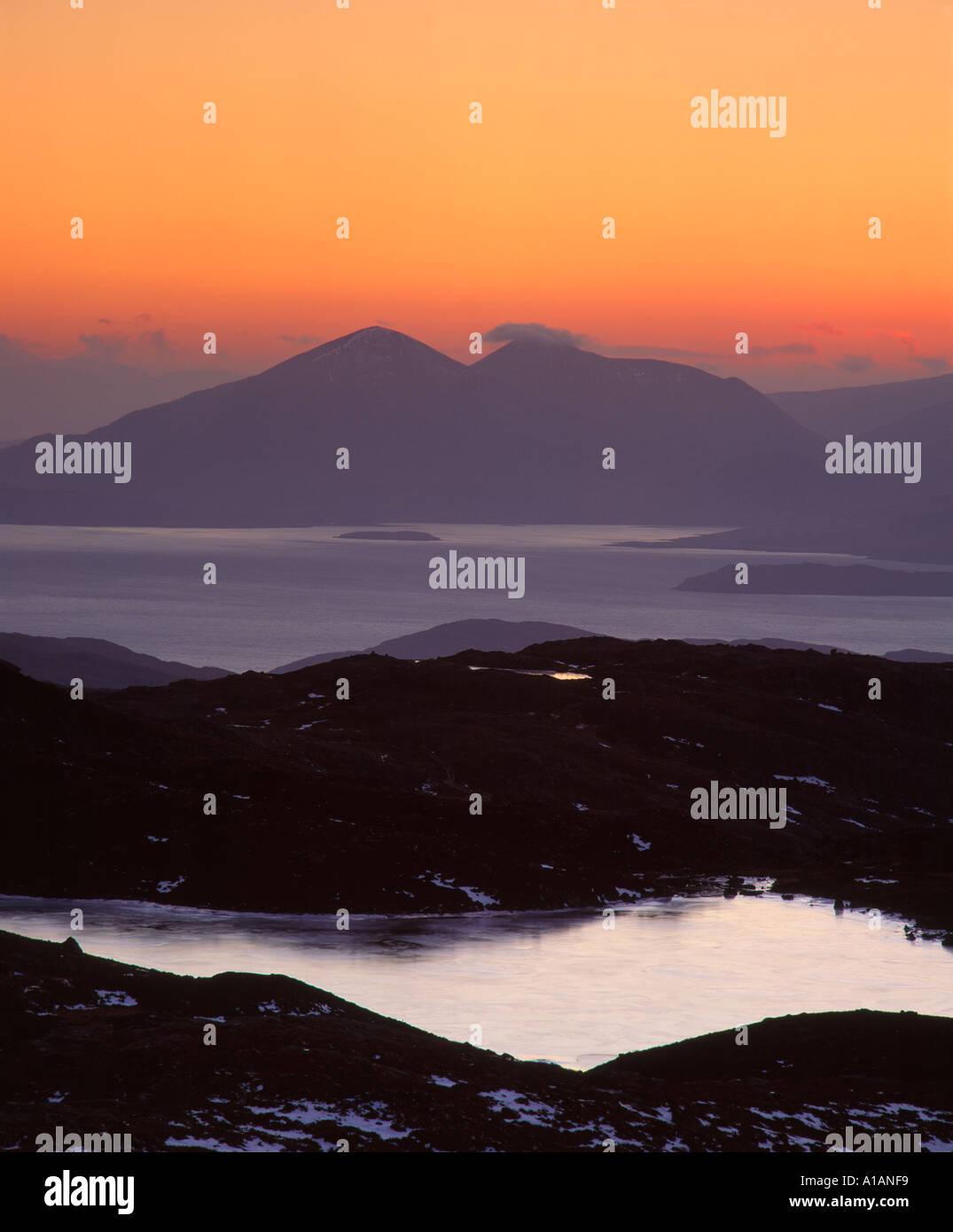 Blick von der Bealach Na Ba auf Red Cuillin auf der Isle Of Skye, in der Nähe von Applecross, Ross und Cromarty, Highland, Schottland, UK Stockbild
