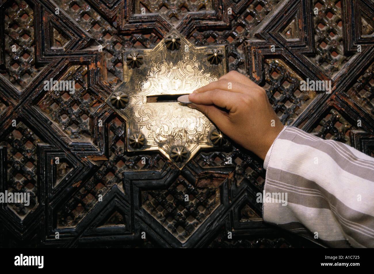 Zakat oder Almosen ist einer der wichtigsten Grundsätze des Islam Stockbild