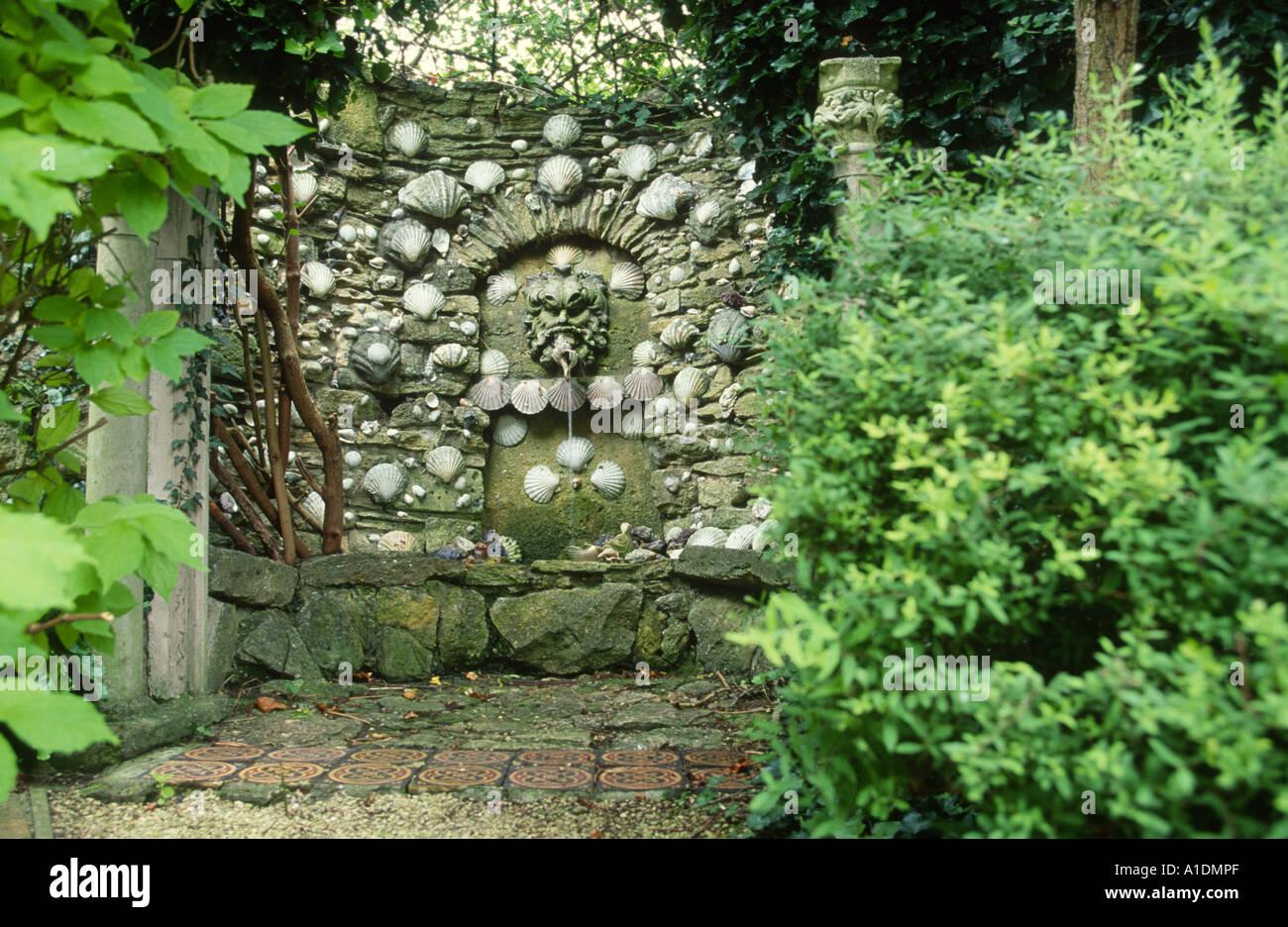 Sehr Garten Grotte gemacht von Muscheln Stockfoto, Bild: 5844078 - Alamy XG25