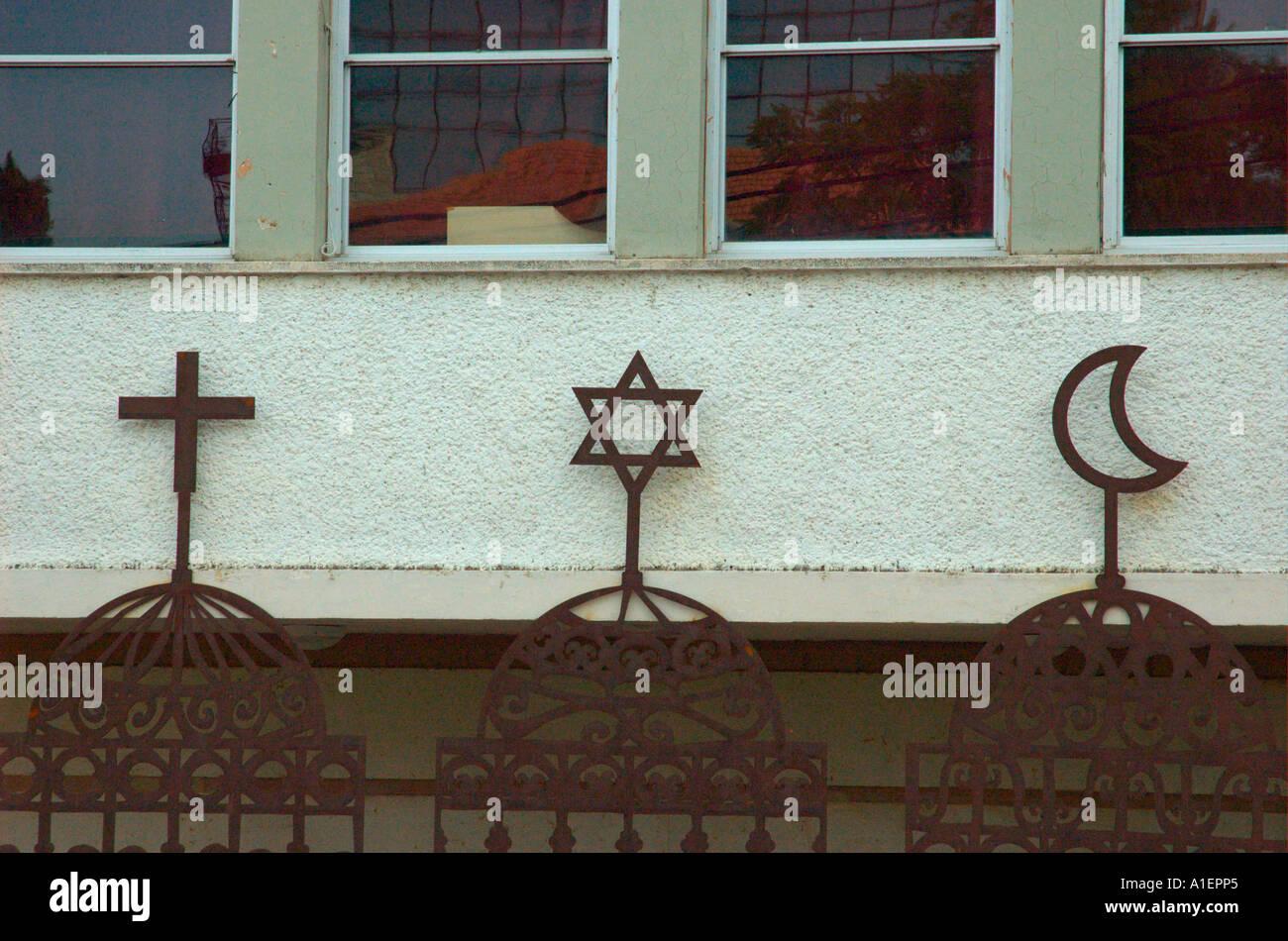 Die Zeichen der drei großen Religionen Christentum Judentum und Islam auf der drei Feiertage Festival Stockbild