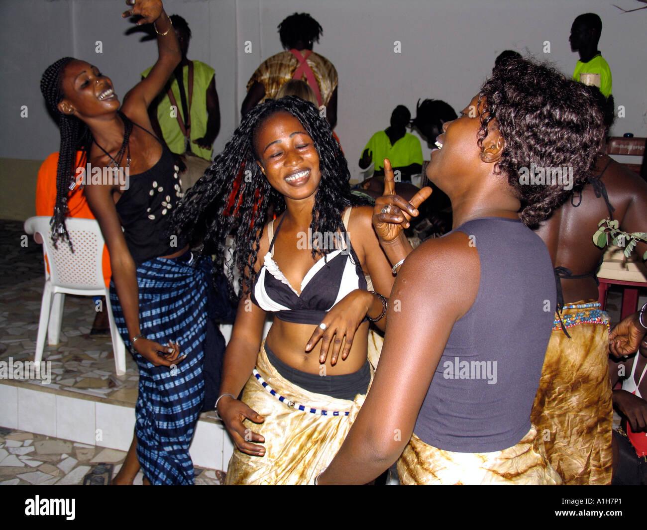 Gambia nackte Frauen