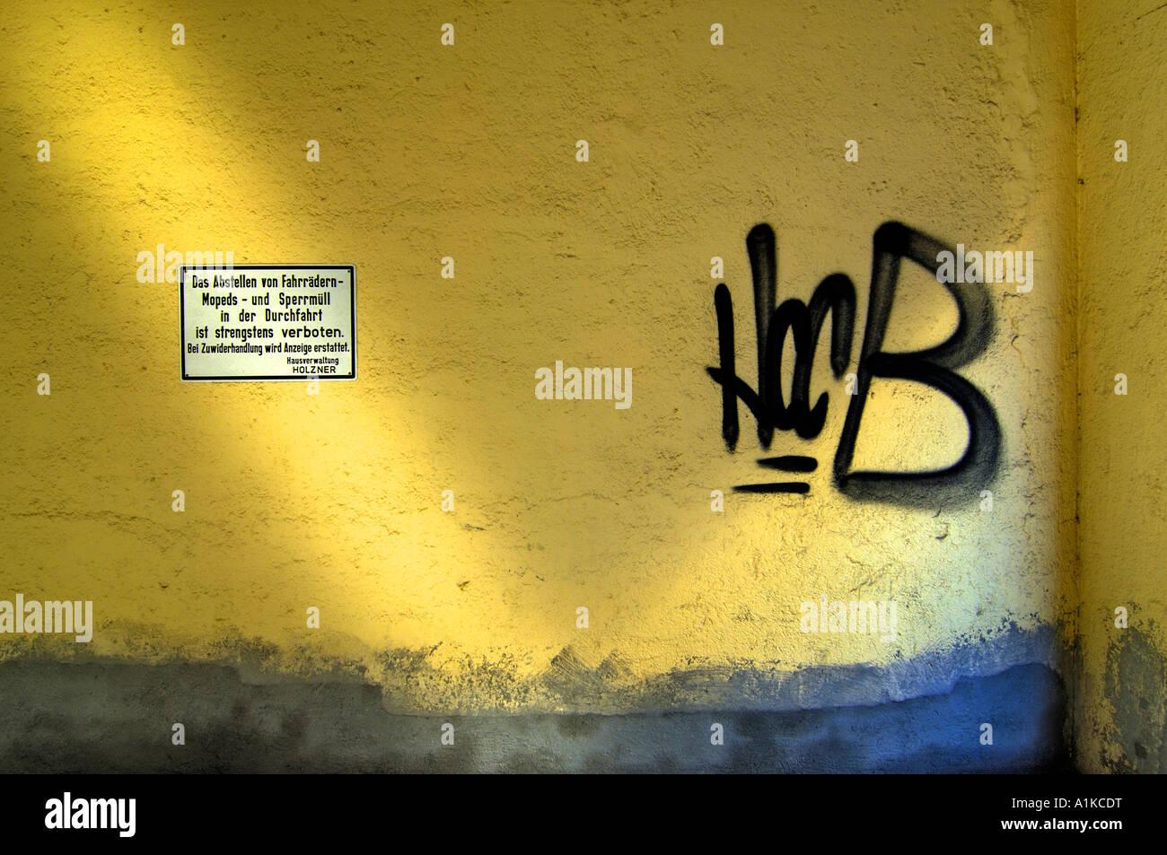 Hinterhof Mit Graffiti Schwabing Munchen Bayern