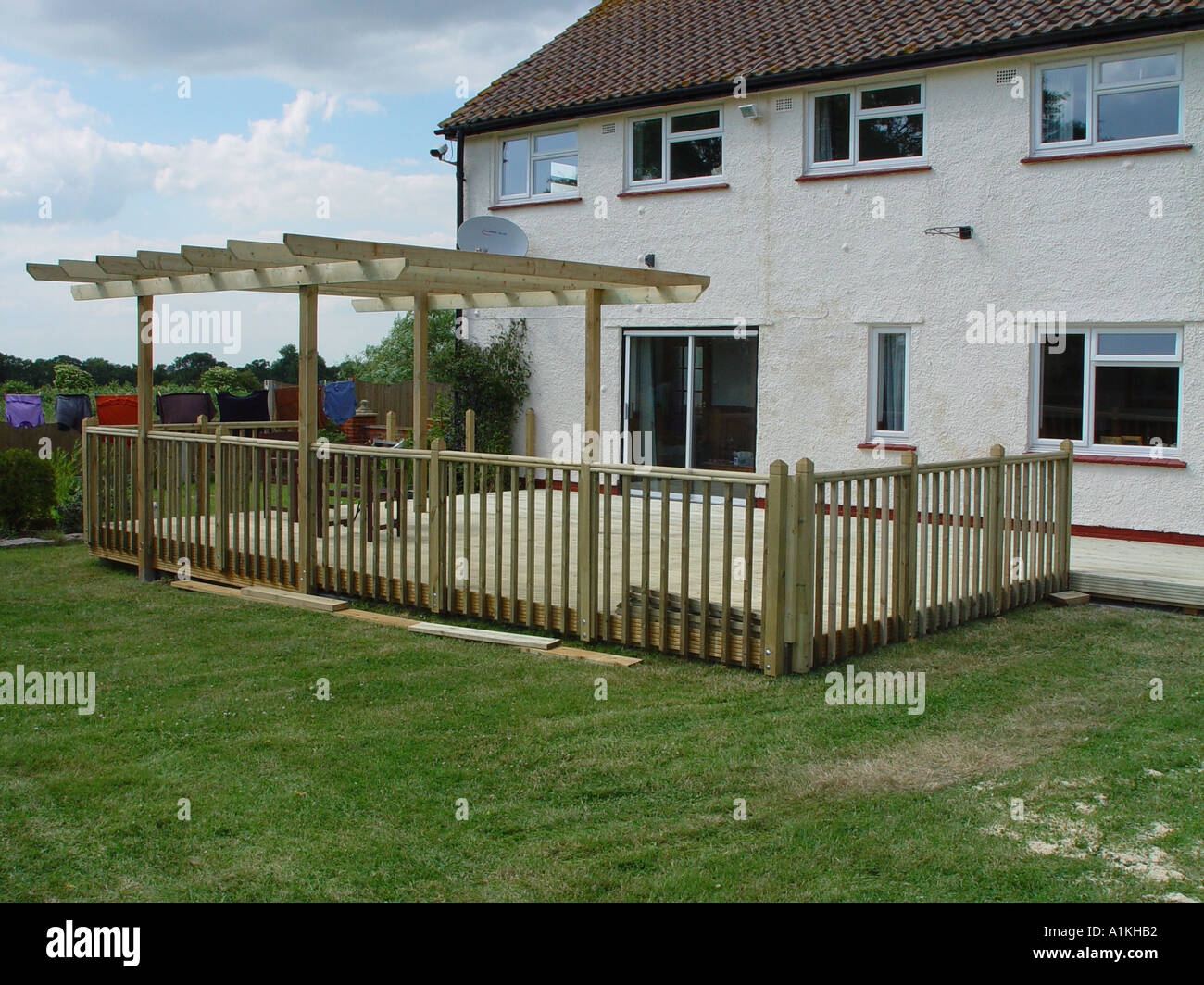 holz garten terrasse mit balustraden und pergola stockfoto bild 3356081 alamy. Black Bedroom Furniture Sets. Home Design Ideas