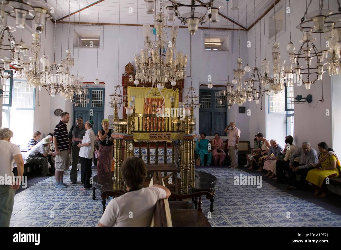 kronleuchter in der alten synagoge in fort cochin kerala indien - Kronleuchter In Indien