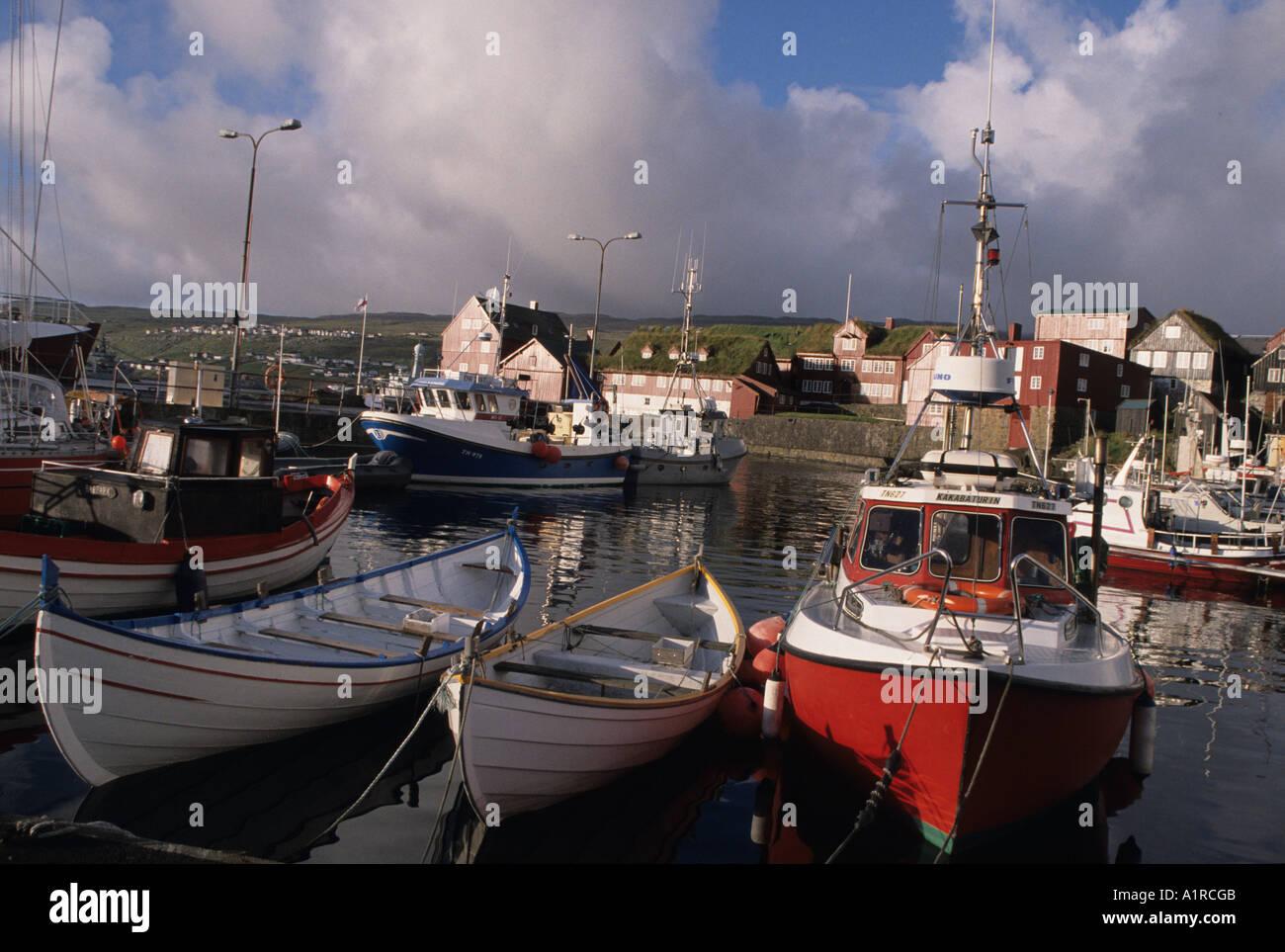 Traditionellen Doppel endete Angelboote/Fischerboote in Torshavn Hafen die Hauptstadt des Faroes Färöer Inseln-Dänemark Stockfoto