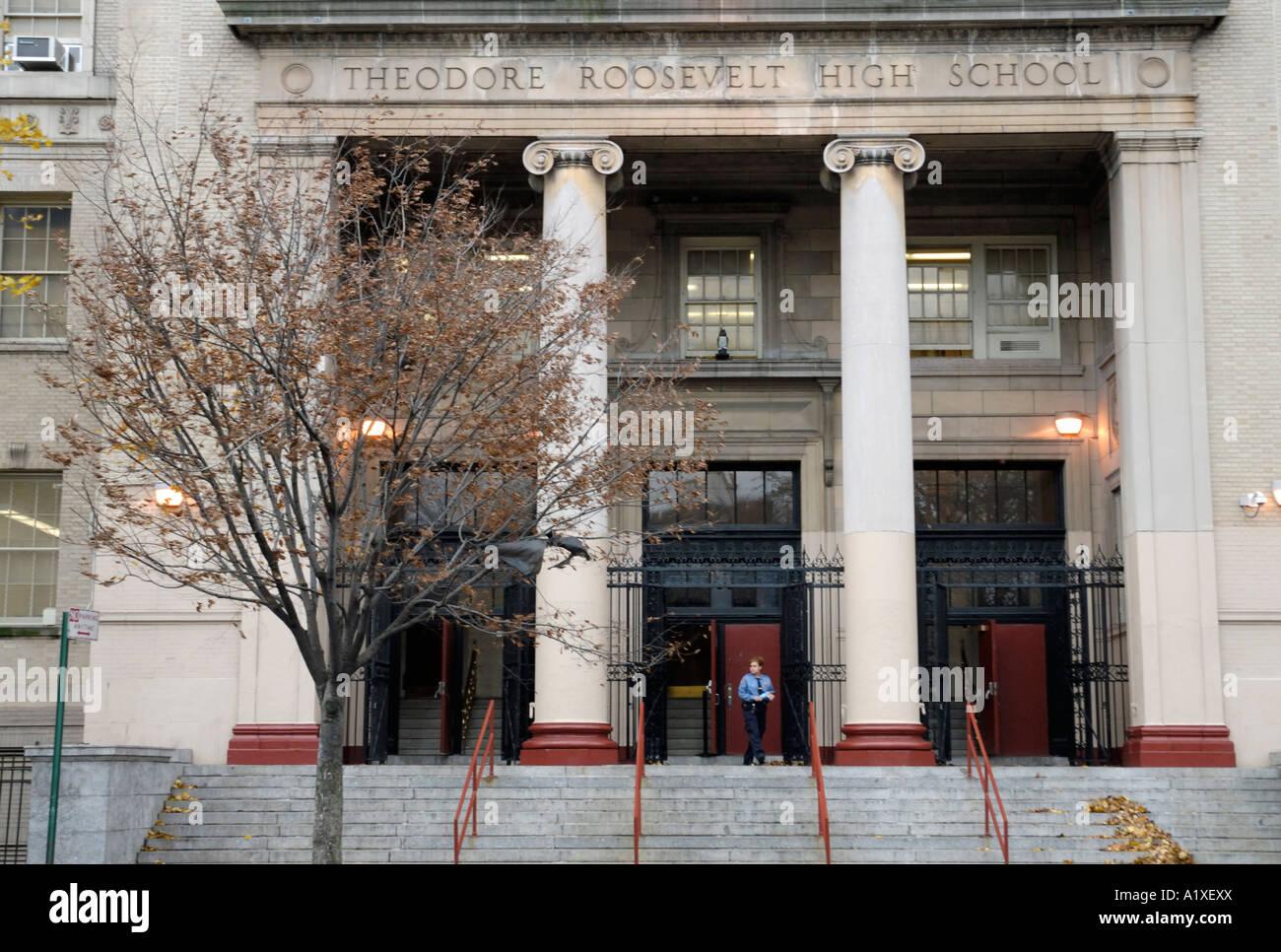 Vorderansicht Der Theodore Roosevelt High School In New York Bronx