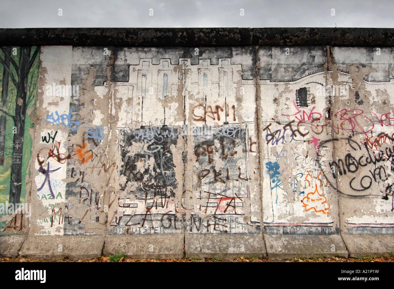 Die East Side Gallery, eine erhaltene Gedenk Abschnitt der Berliner Mauer in Deutschland. Stockbild