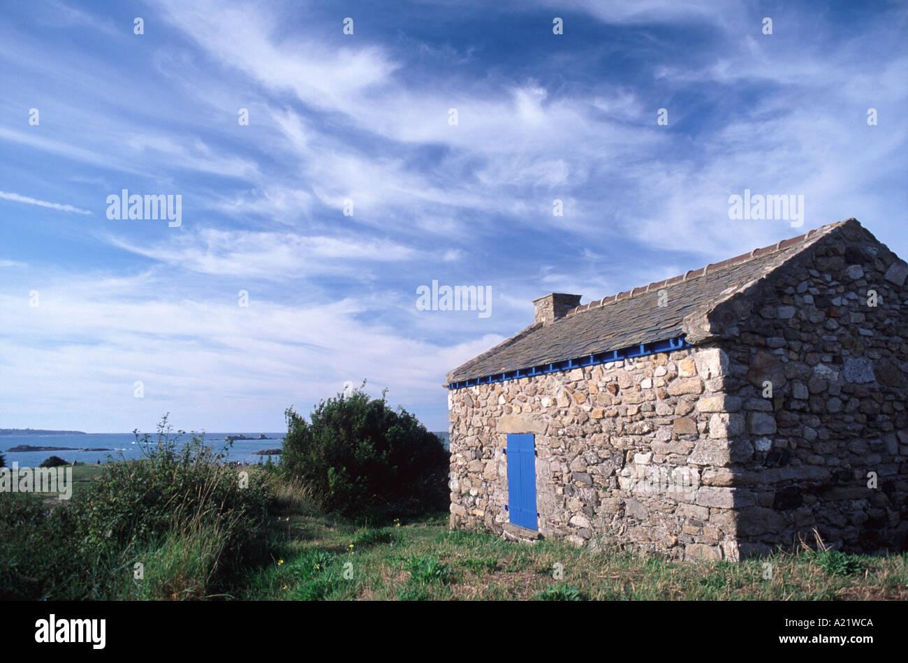 Ein Steinhaus auf der Pointe du Stirnseite in St Jacut De La ...