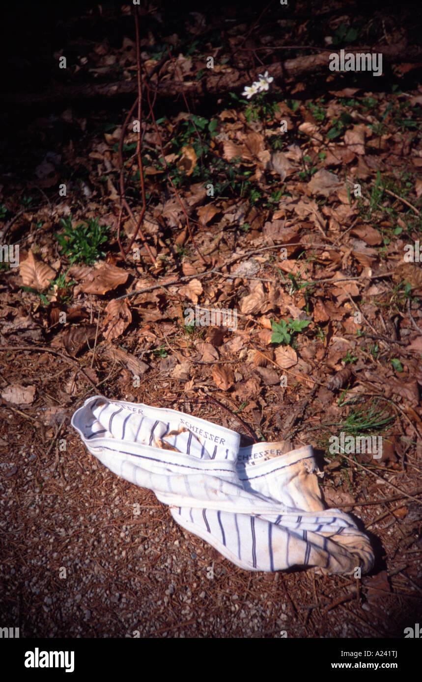 38a02fee8a40 Herren Slip von der Firma Schiesser schmutzige liegen im Wald ...