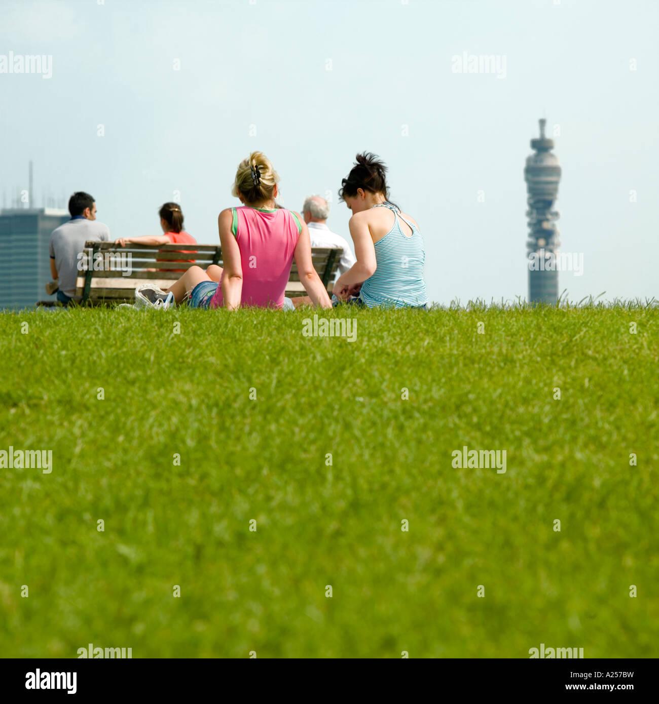 Primrose Hill mit der Londoner Skyline im Hintergrund Stockbild
