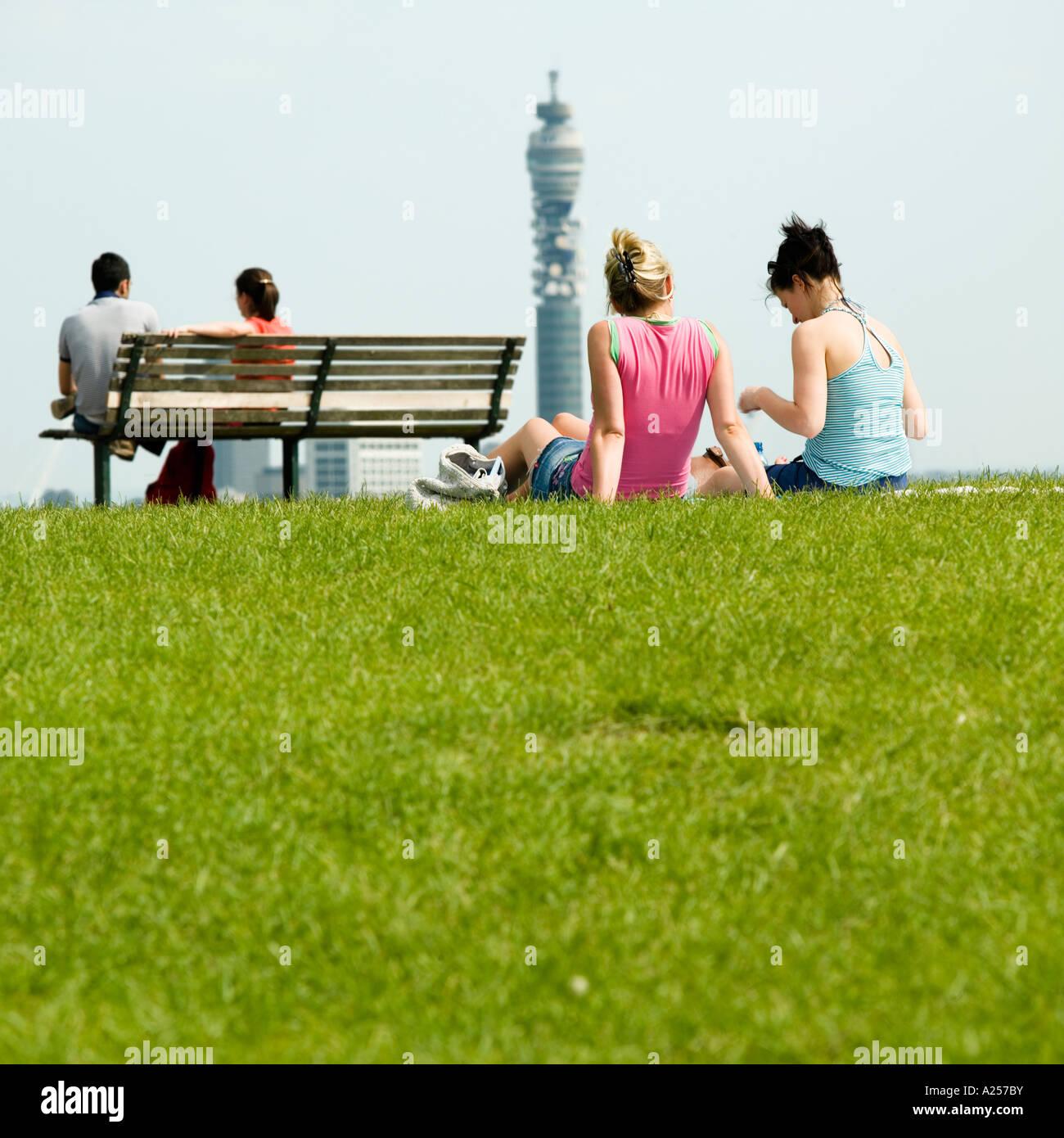 Primrose Hill mit der Londoner Skyline im Hintergrund 2006 Stockbild