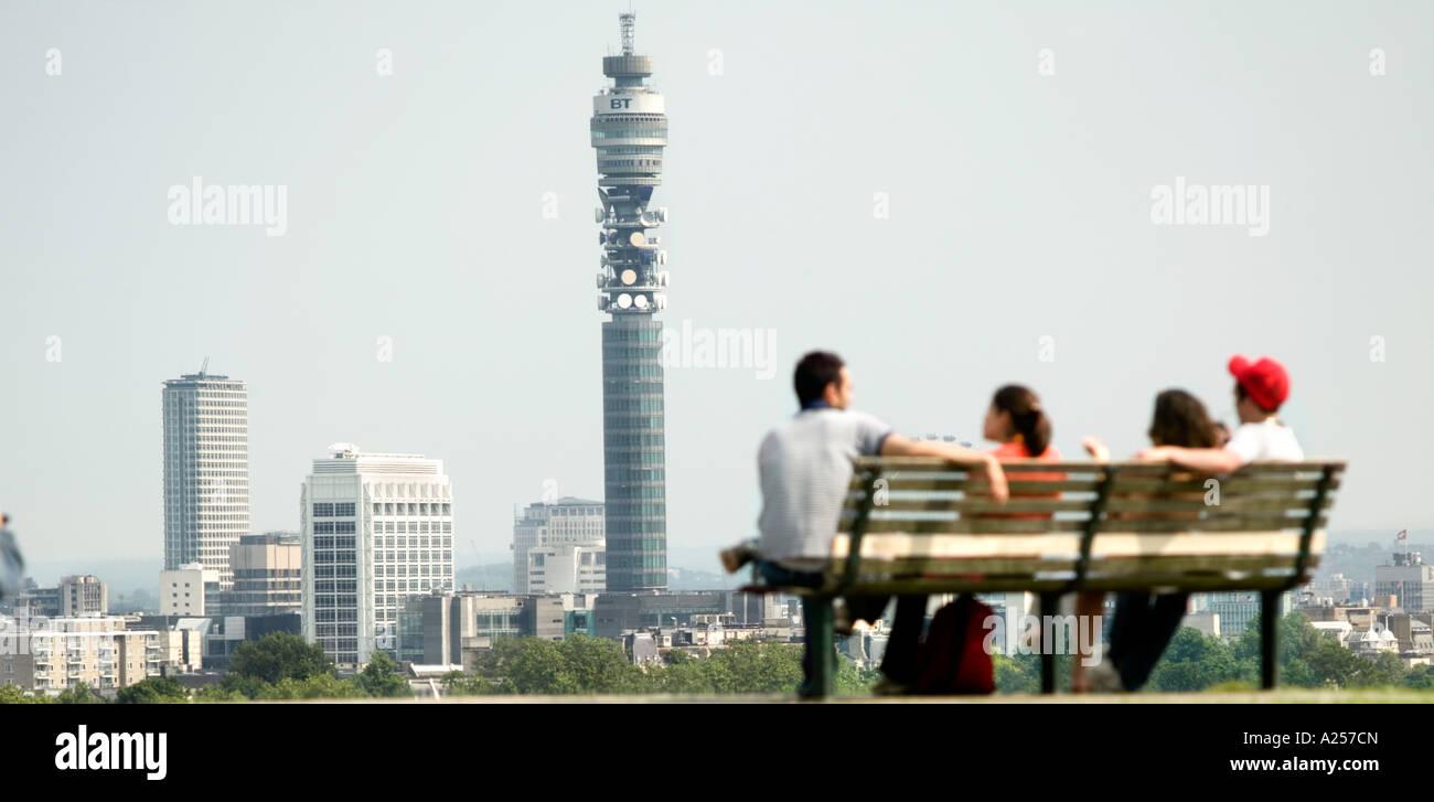 Primrose Hill mit der Londoner Skyline im Hintergrund. Abstand Fokus. Stockbild