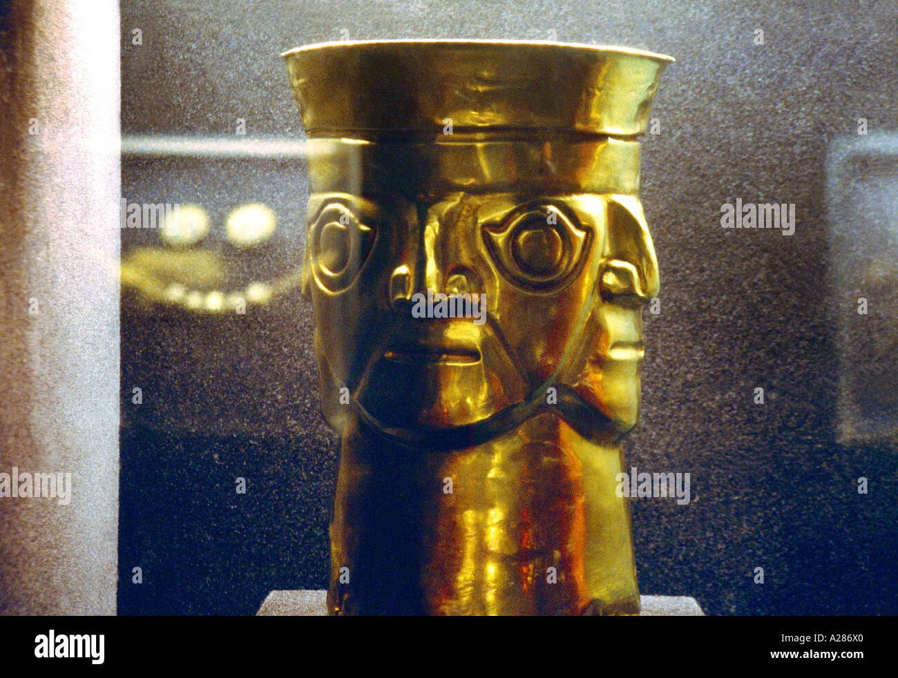 Gold Vase Stockfotos & Gold Vase Bilder - Alamy