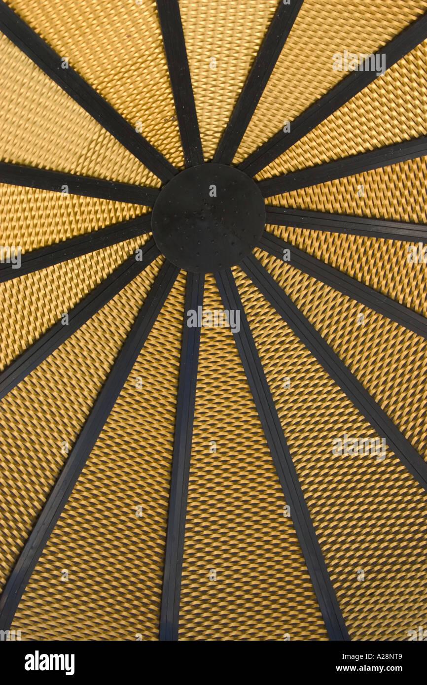 radiale Muster der Moschee Kuppel von innen gesehen Stockbild