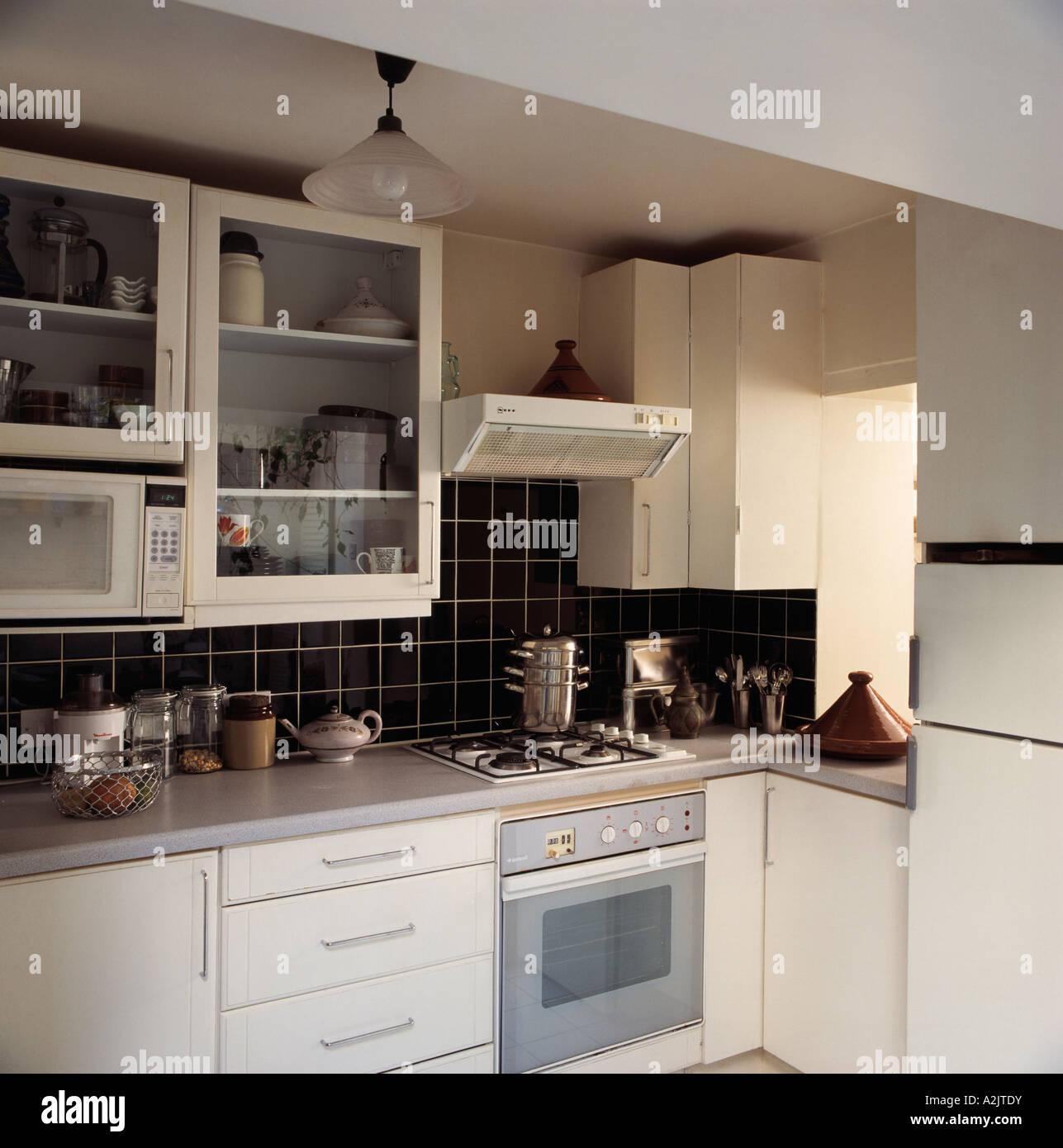 Ansprechend Kleine Moderne Küche Beste Wahl Graue Küche Mit Backofen