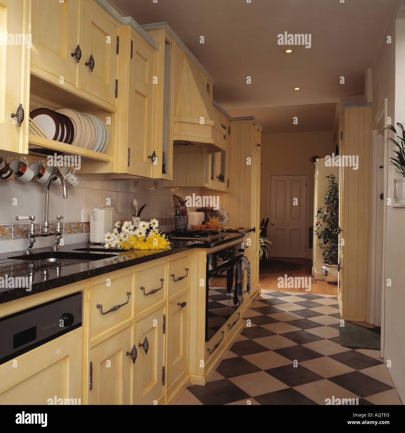 Amüsant Bodenbelag Küche Das Beste Von Schwarz / Weiß-bodenbelag In Creme Küche