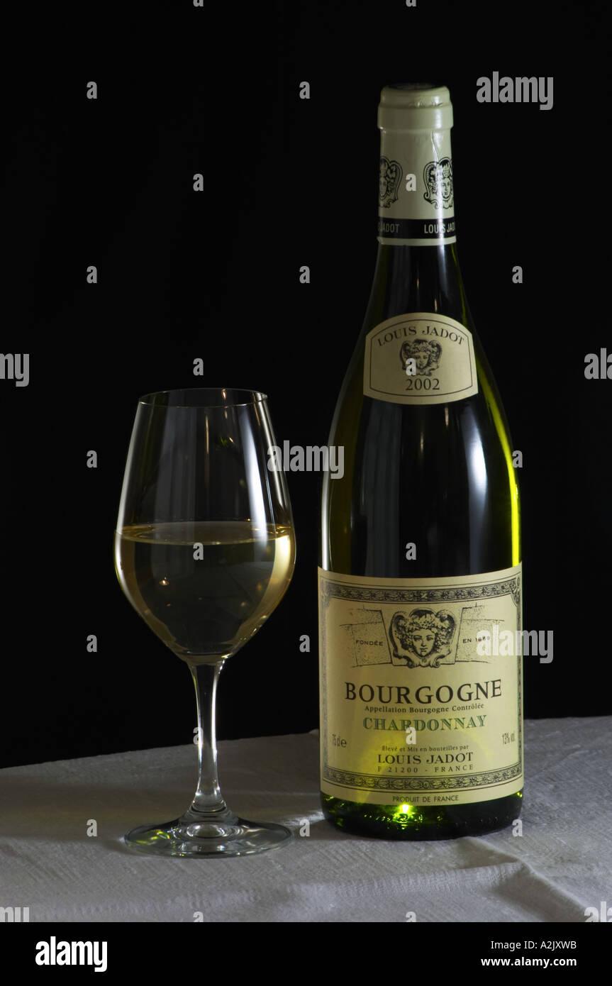 eine flasche maison louis jadot bourgogne chardonnay 2002. Black Bedroom Furniture Sets. Home Design Ideas