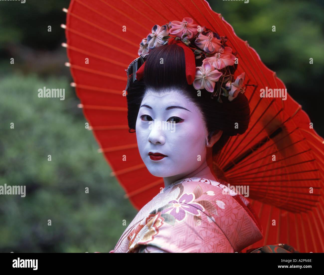 m dchen in maiko lehrling geisha kost m im japanischen. Black Bedroom Furniture Sets. Home Design Ideas