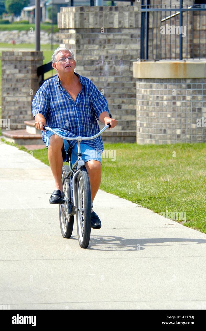 fahrradfahren ohne helm stockfotos fahrradfahren ohne. Black Bedroom Furniture Sets. Home Design Ideas