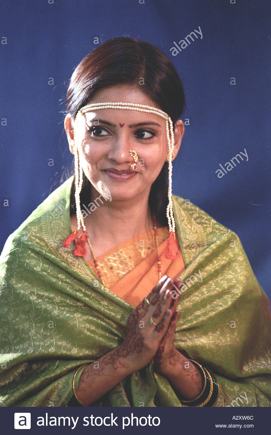Asiatische, indische Hochzeit Braut gekleidet in Sari Saree ...