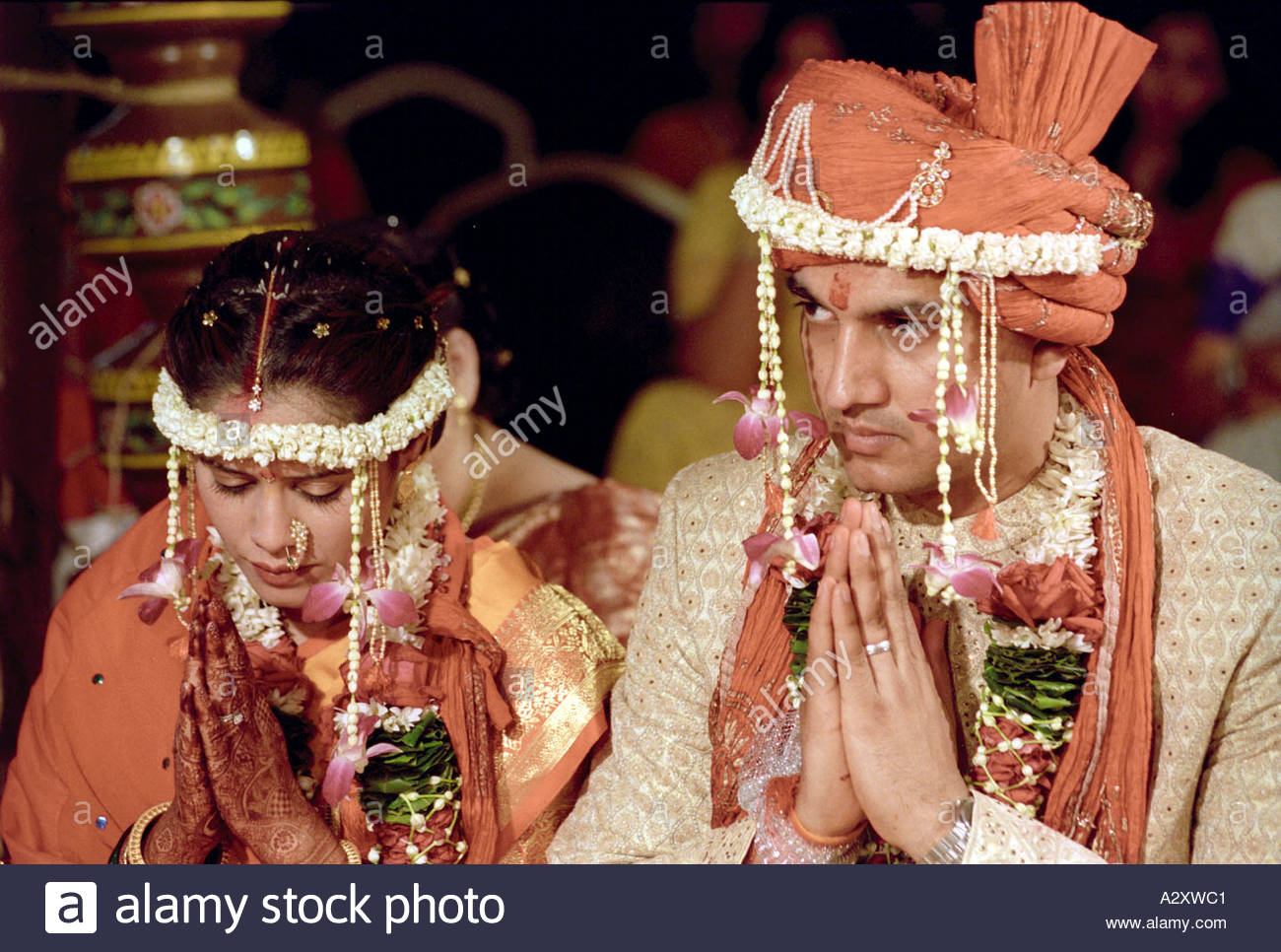 Indische Hochzeit Rituale Zeremonie paar Mann und Frau tragen ...