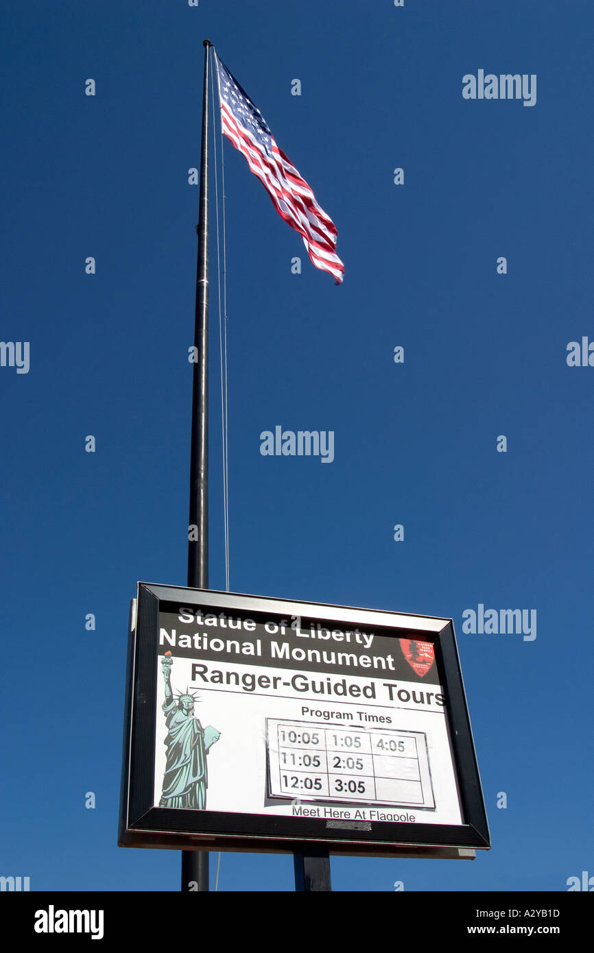 Zeichen für Ranger geführte Touren auf Liberty Island, New York Stockbild