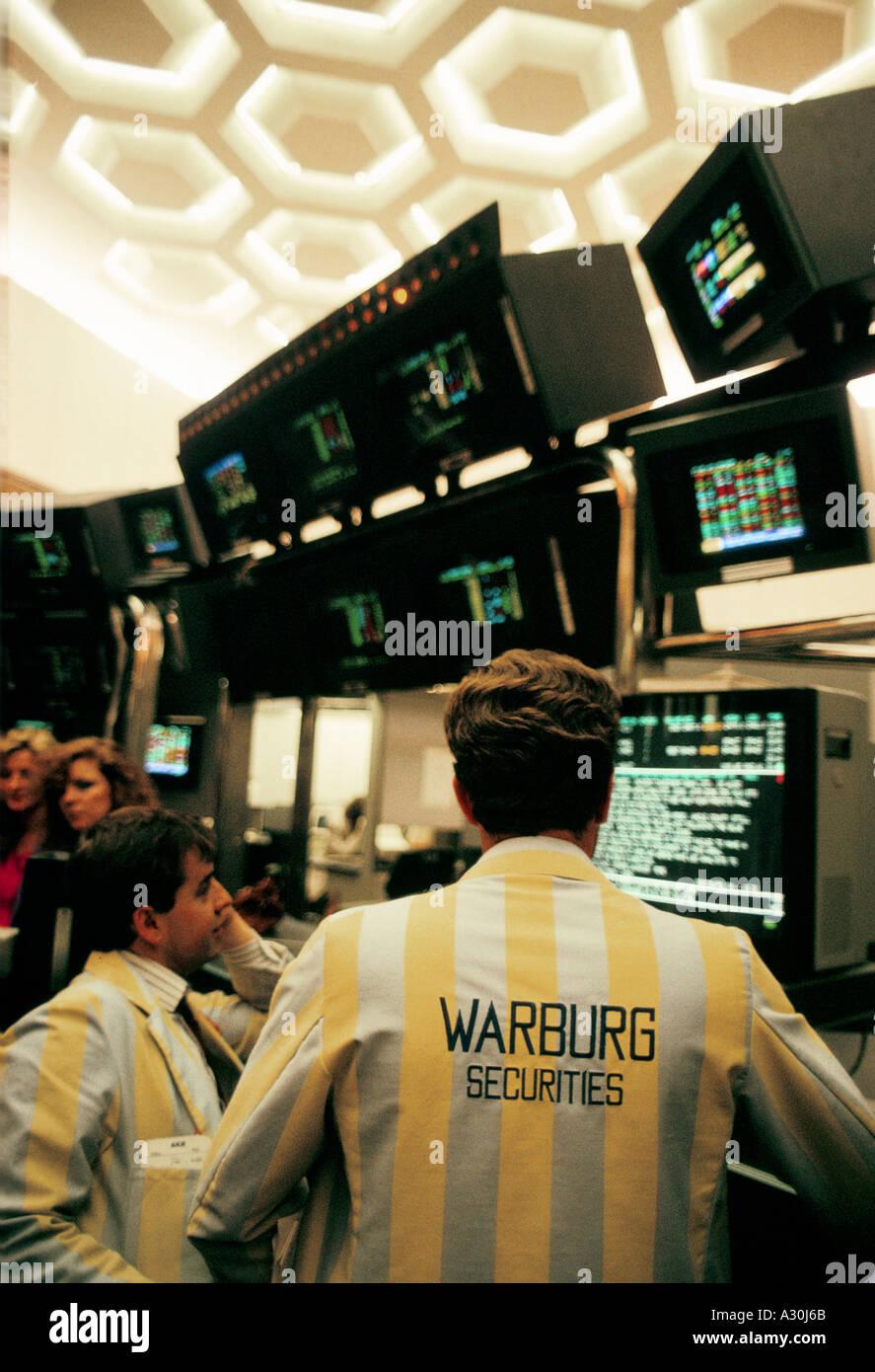 Händler in der alten Börse Optionen Marktanteil 1980 90er Jahre Eigenkapital zu tun, Warburgs Merchant Bank Stockbild