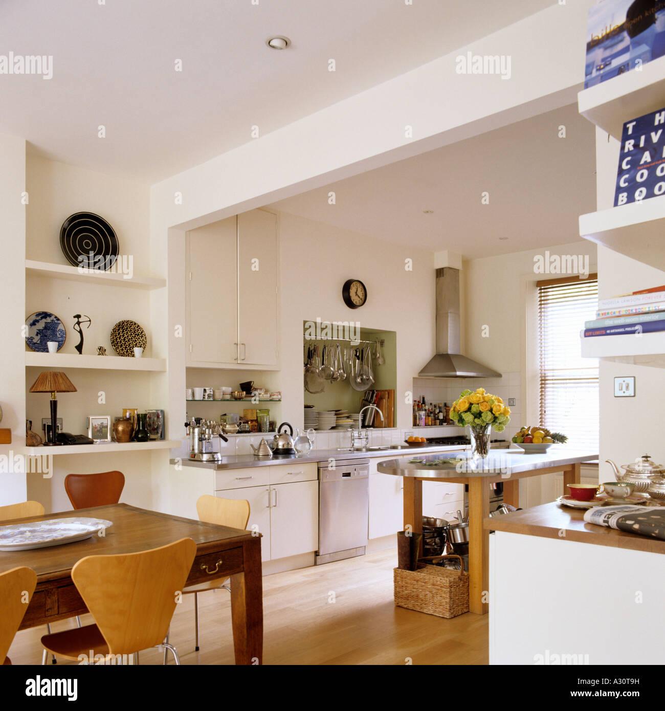 Contemporary Shelving Stockfotos & Contemporary Shelving Bilder - Alamy